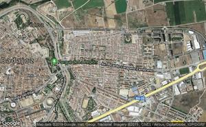 Herido grave un motorista de 31 años tras una colisión con un coche en Badajoz
