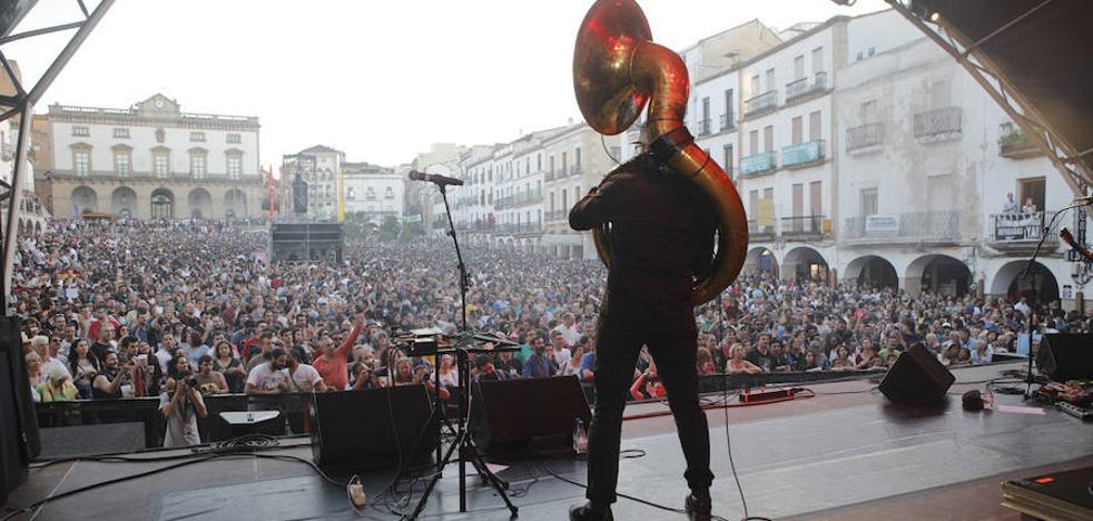 Miles de personas disfrutaron de uno de los mejores festivales Womad de Cáceres