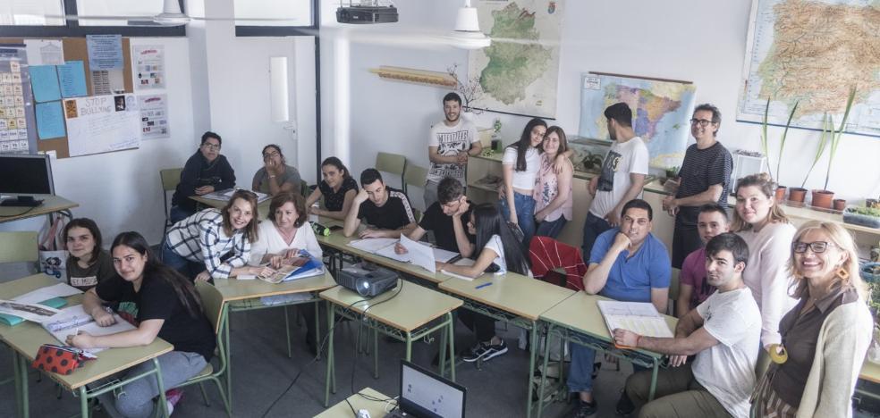 El centro Abril de Badajoz ataja el abandono en la Secundaria para adultos y se lleva un premio nacional