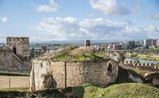 Amigos de Badajoz organiza una visita para sensibilizar sobre el estado de las ermitas de la Alcazaba
