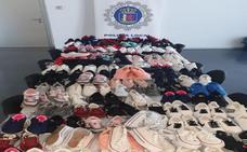 Intervenidas más de un centenar de pares de zapatillas falsificadas en el mercadillo de Badajoz