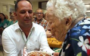 Luisa Aparicio Álvarez cumple 100 años rodeada de familiares y amigos
