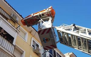 Rescatan por el balcón a una mujer que había sufrido una caída en Badajoz
