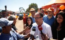 La administración no debe ser la «enemiga de los agricultores», dice Polo