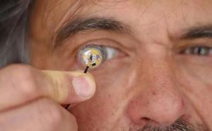 La realidad aumentada pasa de la gafa al interior del ojo