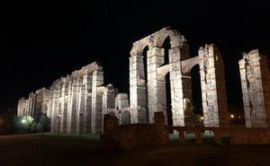 El Acueducto, el dique y una fachada de la Alcazaba de Mérida estrenan iluminación artística