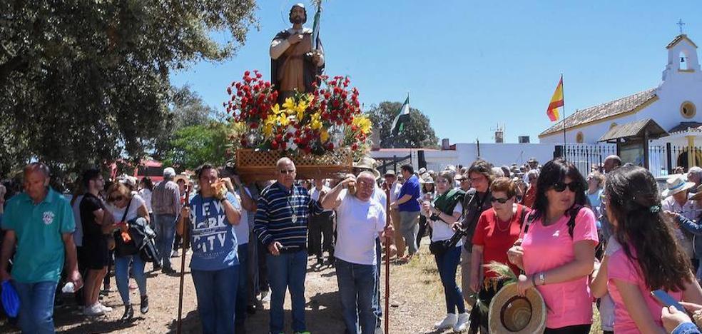 Los pacenses arropan a San Isidro