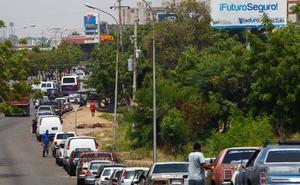 El Ejército venezolano regula la venta de gasolina para evitar un posible estallido de violencia
