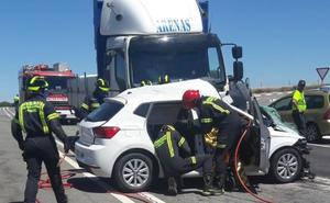 Fallece el conductor de un turismo tras el choque frontolateral con un camión cerca de Santa Marta