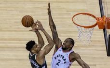 Los Raptors doblegan a los Bucks tras dos prórrogas