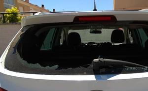 Amanecen vehículos con las lunas traseras reventadas en cuatro pueblos de Badajoz