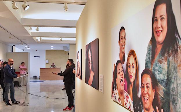 Una exposición visibiliza en Badajoz a mujeres trans de Centroamérica