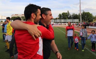 La confianza en Juan García, clave para la salvación del Don Benito