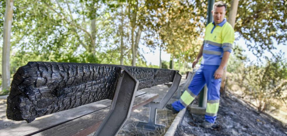Más de 10.000 euros en pérdidas por la quema de 10 contenedores este mes