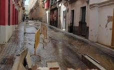 Un reventón en una tubería deja sin agua a tres calles del centro de Badajoz