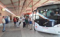 El DOE publica las ayudas para bonificar los billetes de autobús a varios colectivos
