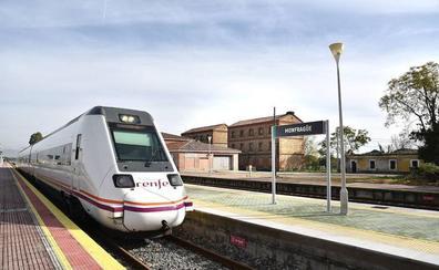 El maquinista del tren Cáceres-Talavera no entra en Plasencia por miedo a quedarse sin combustible