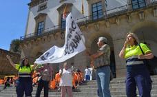 PSOE y Podemos apoyan la protesta de los trabajadores del Plan Social
