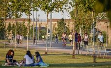 Suspendido el nuevo contrato de limpieza de los parques del río de Badajoz por un recurso