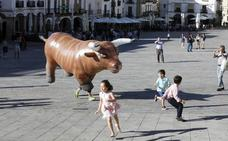 Emilio de Justo lleva el toreo de salón a la Plaza Mayor de Cáceres