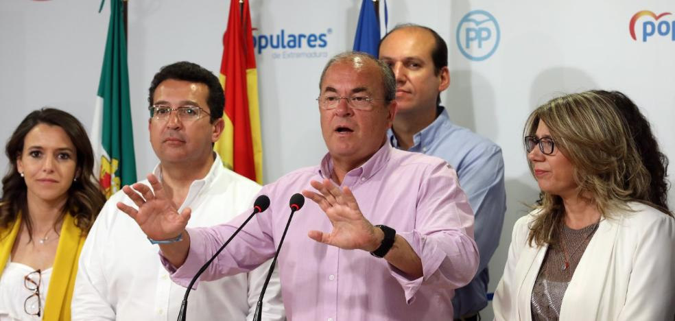 Monago sostiene que el PP no bajará más y no aclara si sigue