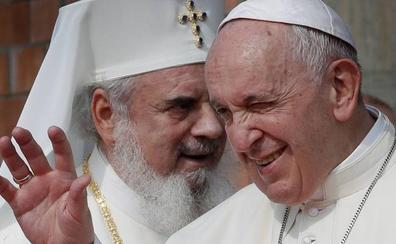 El Papa homenajea a los rumanos porque «enriquecen» a los países donde emigran