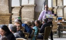 La hostelería y los seguros protagonizan 1 de cada 5 ofertas de empleo en Extremadura