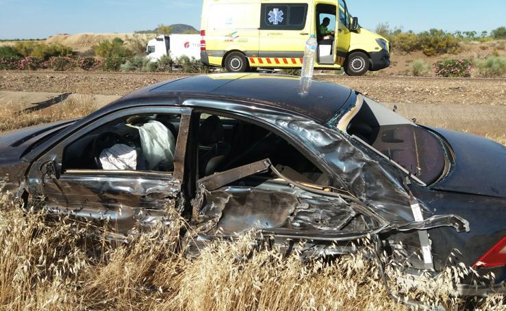 Cuatro heridos en el choque de un camión y un turismo en la Autovía de la Plata