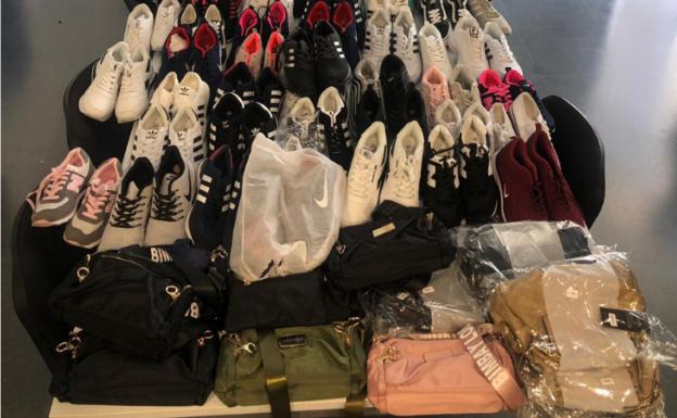 Un vendedor con mercancía falsificada huye de la policía en el mercadillo de Badajoz