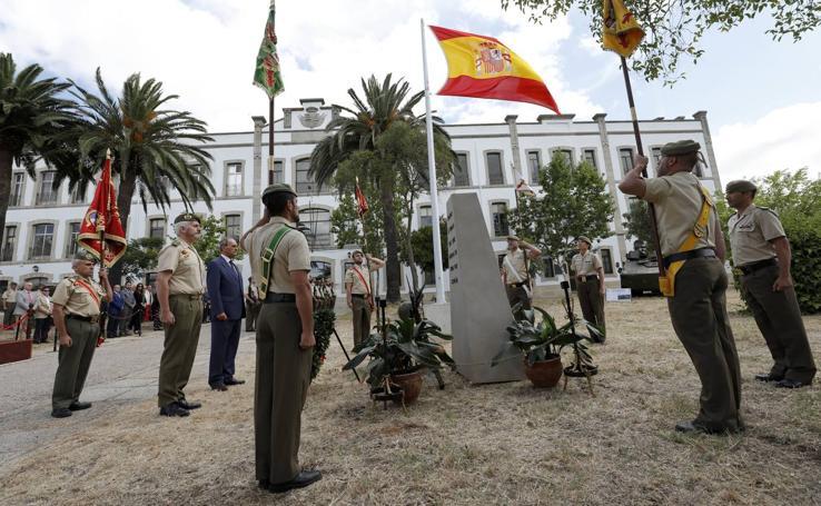 Homenaje a los caídos en la Subdelegación de Defensa de Cáceres