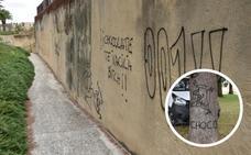 La muralla y los árboles de la Alcazaba de Badajoz vuelven a sufrir pintadas