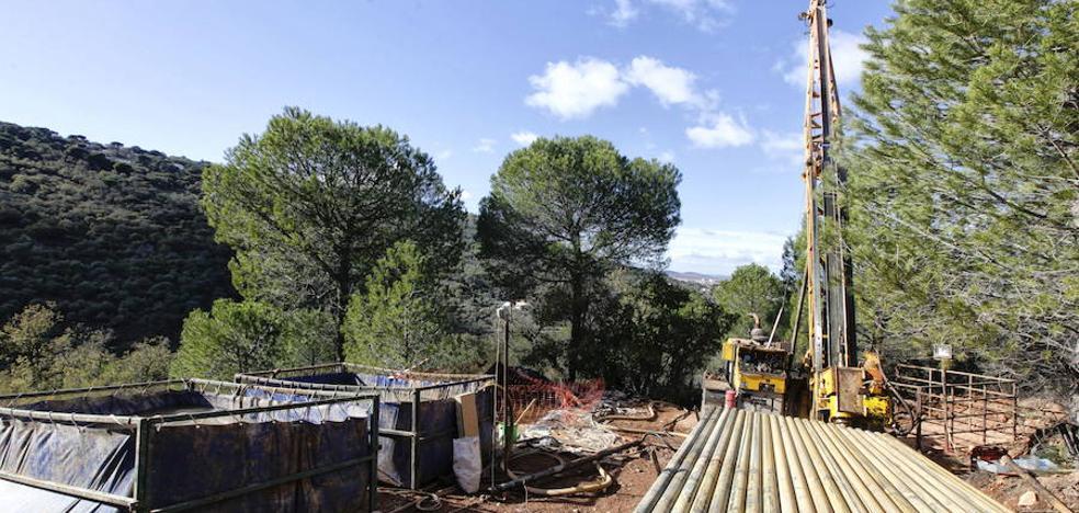 La empresa de la mina de Cáceres recuerda que la ley le permite pedir directamente el permiso a la Junta