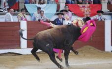 Emilio de Justo mató sus tres toros en Cáceres con la clavícula rota
