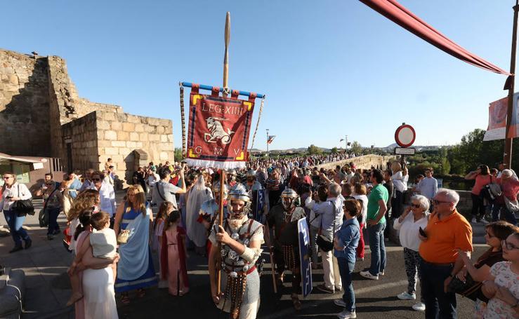 Emerita Lvdica: Desfile de entrada de las legiones romanas por el Puente Romano