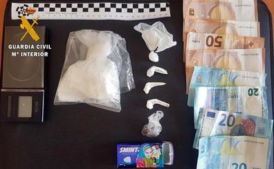 Detenido por traficar con droga en el comercio que regentaba en Azuaga