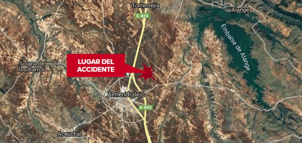 Fallece un hombre de 69 años al quedar atrapado debajo de un tractor cerca de Almendralejo