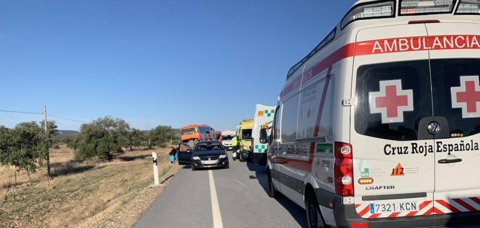 Ocho personas resultan heridas, entre ellas un menor, en la salida de vía de un autobús cerca de Membrío
