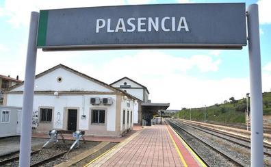 Una incidencia técnica obliga a los viajeros del tren Madrid-Plasencia a llegar en bus desde Navalmoral