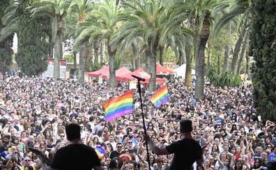 Los Palomos llenan Badajoz de fiesta, reivindicación, colorido y diversidad