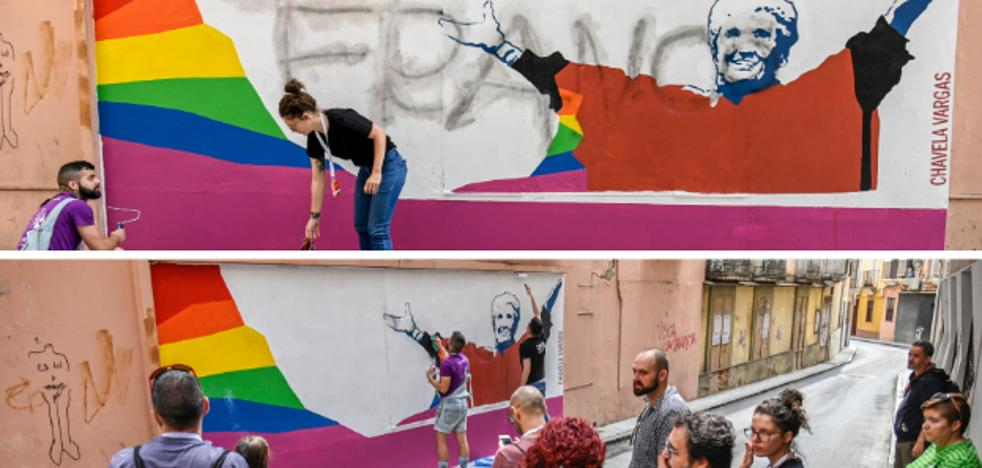 Aparece una pintura alusiva a Franco en un mural de Los Palomos en Badajoz