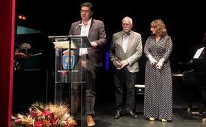 El escritor leonés Antonio Manilla gana el XIII Premio de Novela Corta Encina de plata