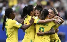 Un 'hat-trick' de Cristiane saca a Brasil de la depresión