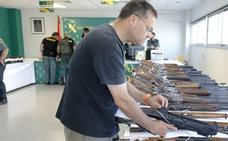 La Guardia Civil subasta hoy 277 armas