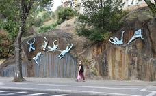 El mural escultórico de Blázquez toma forma