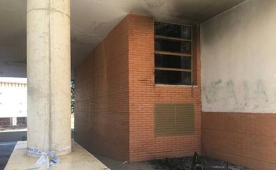 Seis personas resultan intoxicadas por humo en un incendio en Almendralejo