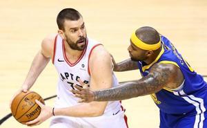 Los Warriors ganan a los Raptors y mantienen viva la final