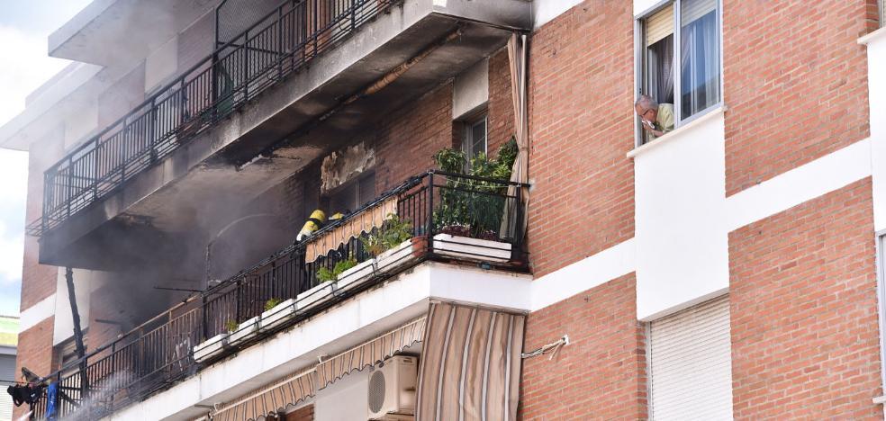 «Estamos destrozados, hemos perdido todo», dice el inquilino del piso incendiado en Plasencia