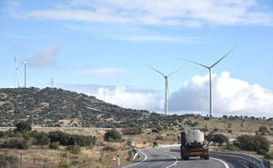 El alcalde de Plasencia dice que «dos empresas quieren poner en marcha otros tres parques eólicos»