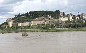 El Ayuntamiento espera que la iniciativa 'Abraza la Alcazaba' sea una cita anual en Badajoz