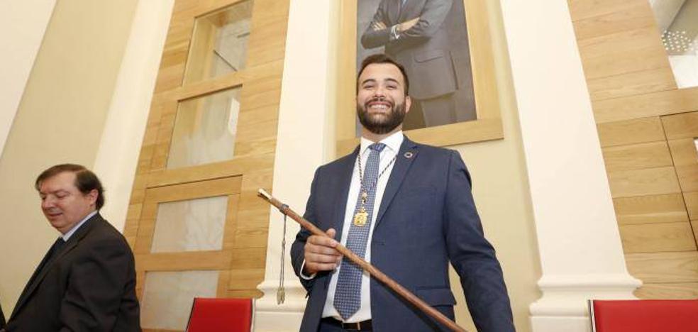 El socialista Luis Salaya, elegido alcalde de Cáceres con la abstención de Cs
